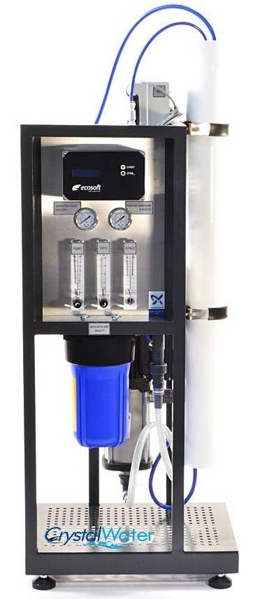 Komerčná reverzná osmóza s výkonom do 280 litrov demineralizovanej vody za hodinu.